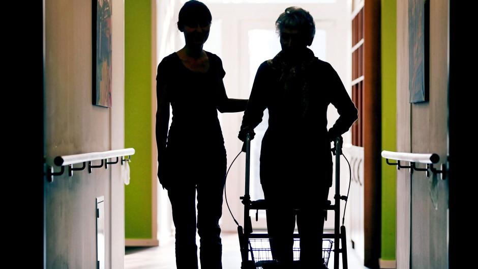 Lange bevor es zu  Lähmungen und schwereren  Behinderungen kommen kann, sind die ersten entzündlichen Zeichen einer MS  mit guter Diagnostik  zu erkennen.