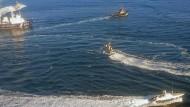 Ukrainische Marineboote fahren an der Halbinsel Krim in der Nähe der Meerenge zum Asowschen Meer in Gewässern, die von Russland beansprucht werden.