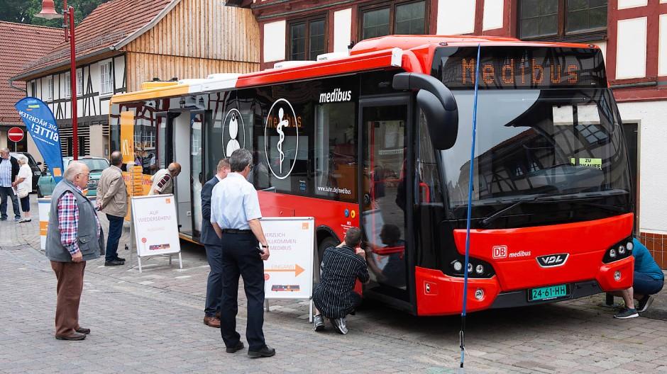 """Drei Projekte aus Hessen erhalten den Deutschen Mobilitätspreis. Zu den Gewinnern zählt unter anderem der """"Medibus""""."""