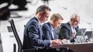 Das FDP-Führungstrio auf dem digitalen Parteitag (v.l.n.r.): Generalsekretär Volker Wissing, Parteivorsitzender Christian Lindner und dessen Stellvertreter Wolfgang Kubicki
