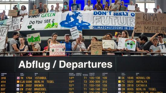 Klima-Proteste am Flughafen Stuttgart