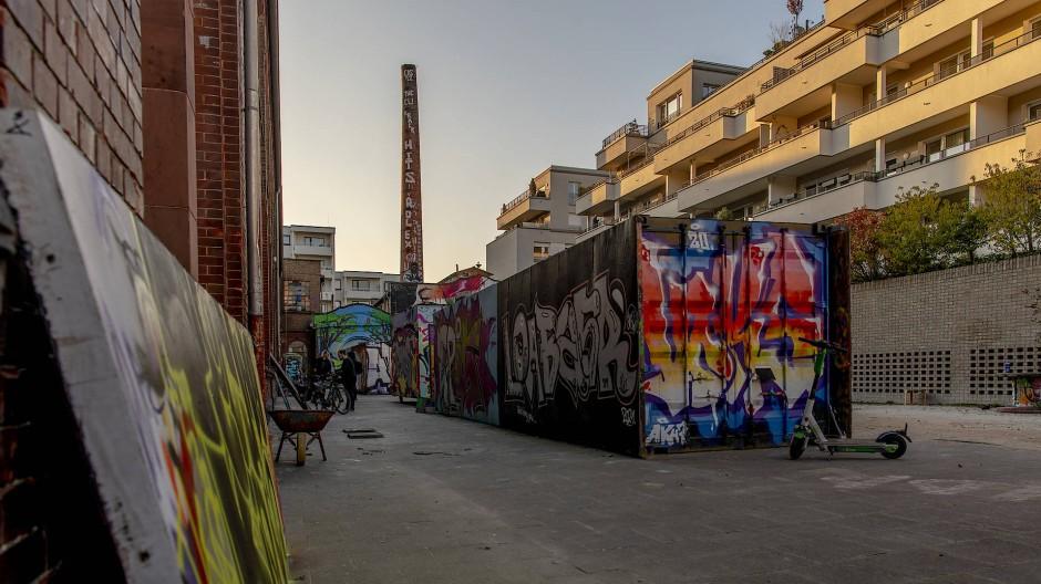 Streitpunkt: Einige Bewohner der neuen Häuser neben der Naxoshalle wollen die Nutzung des Hofs durch Graffiti-Sprayer einschränken.
