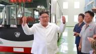 Entspannungsübung – oder doch nicht? Nordkoreas Machthaber Kim Jong-un am Samstag