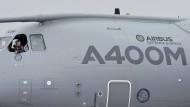 Für das Projekt A400M prognostiziert das Ministerium nun eine Verzögerung von insgesamt 139 Monaten gegenüber der ersten parlamentarischen Befassung.