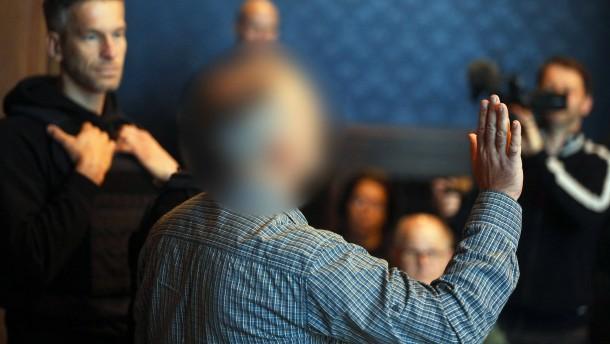 Ehemaliger Polizist wegen illegalen Waffenbesitzes verurteilt