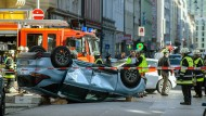 Bei dem Unfall in der Münchner Innenstadt wurden zwei Personen schwerverletzt, ein Fahrer erlitt leichte Verletzungen.