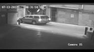 Auto stürzt von Parkhaus