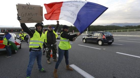 Zehntausende blockieren weiter Straßen