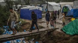 Geduldiges Papier, ungeduldige Migranten