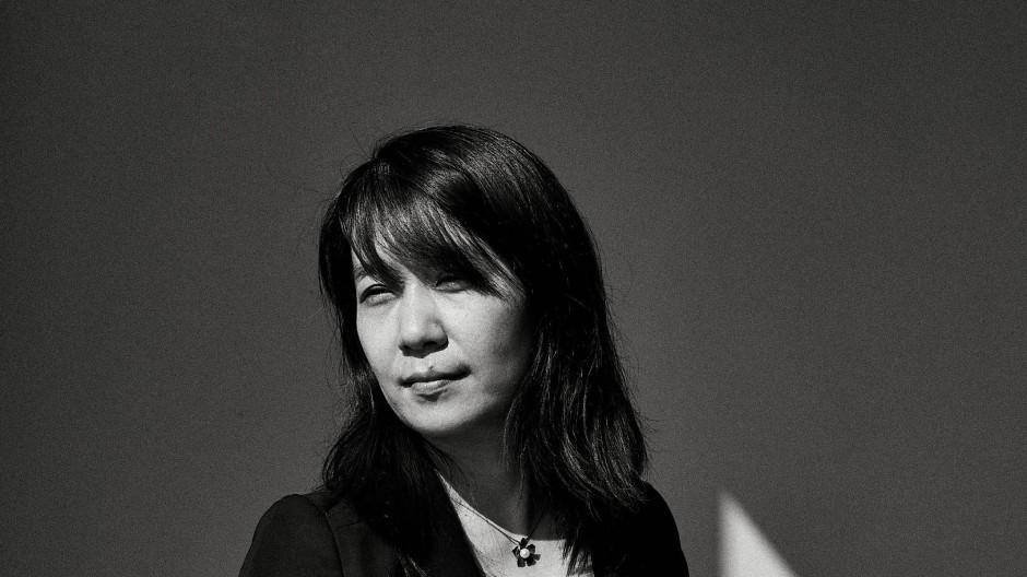 Versteht es, Intimität, Verletzlichkeit und Universalität miteinander zu verbinden: die Schriftstellerin Han Kang
