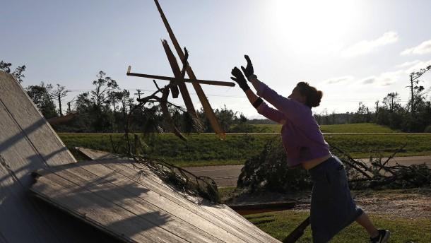 60 Wirbelstürme fordern Dutzende Tote