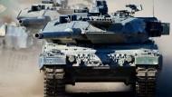 """Der Kampfpanzer """"Leopard 2 A6"""" bei einer Bundeswehrübung (Archivbild von 2013)"""