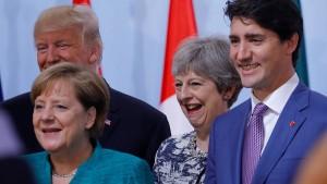 Merkel verdient fast doppelt so viel wie May