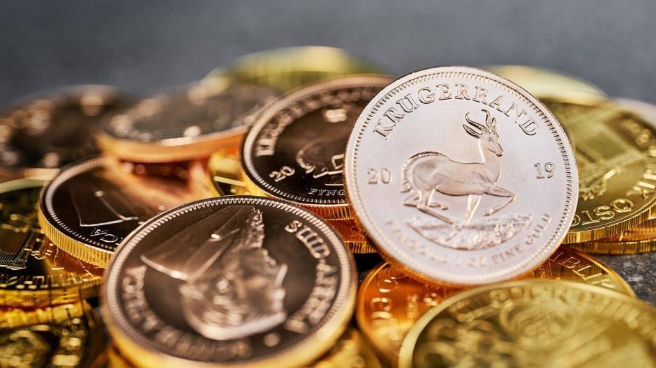 Der Krügerrand schimmert leicht kupferfarben und ist trotz oder gerade wegen seiner charakteristischen Farbe die populärste Goldmünze für Privatanleger.