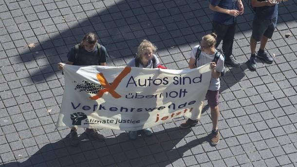 Autoindustrie plant Diskussion mit Kritikern