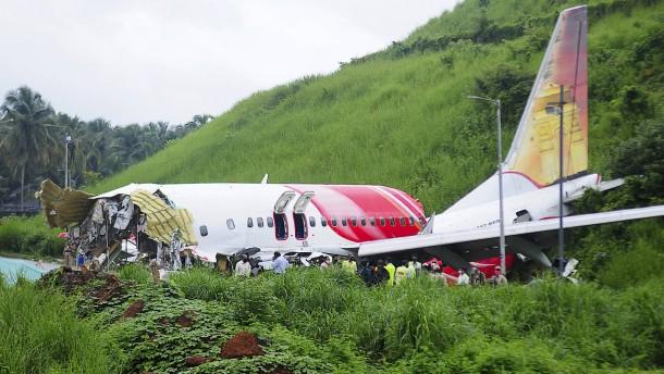 Schweres Flugzeugunglück in Indien