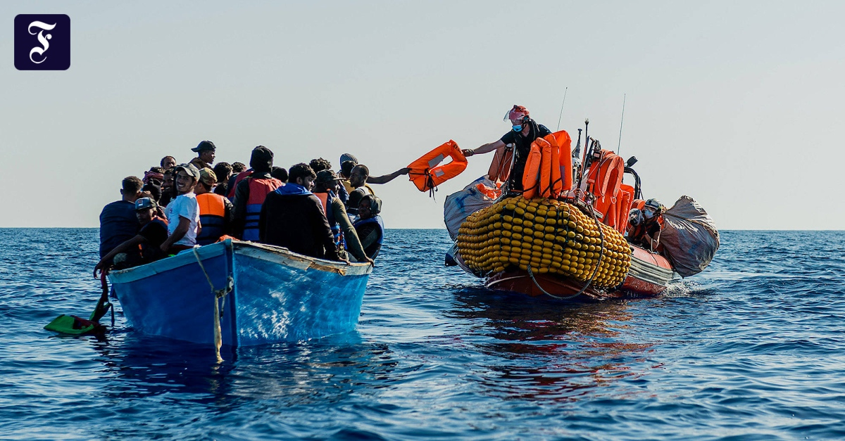"""Fluchtroute Mittelmeer: """"Ocean Viking"""" rettet mehr als 100 Migranten vor Libyen"""