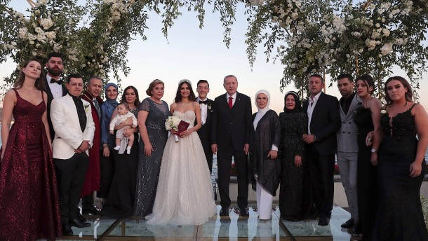 Özil feiert glamouröse Hochzeit in Istanbul