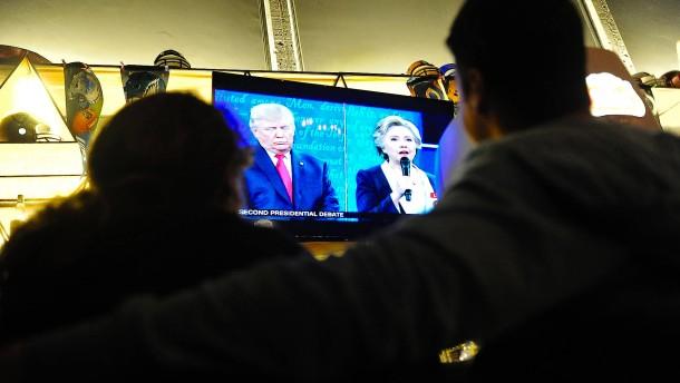 """""""Clinton profitiert von der Debatte"""""""