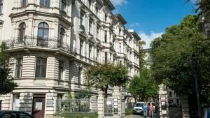 Berlin beschlagnahmt Luxusimmobilien für Flüchtlinge