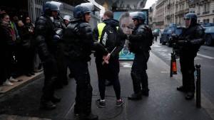 Fast 1000 Festnahmen in Paris