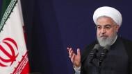 Hassan Ruhani, Präsident des Iran, will trotz der Sanktionen Amerikas am Atomdeal festhalten.