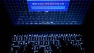 Steckt die Regierung dahinter? Russische Hacker sollen nach britischen und amerikanischen Angaben erneut einen weltweiten Cyberangriff verübt haben.