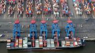 Viele Exportgüter verlassen Deutschland über den Hamburger Hafen.