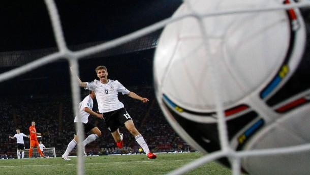 Gomez gewinnt für Deutschland