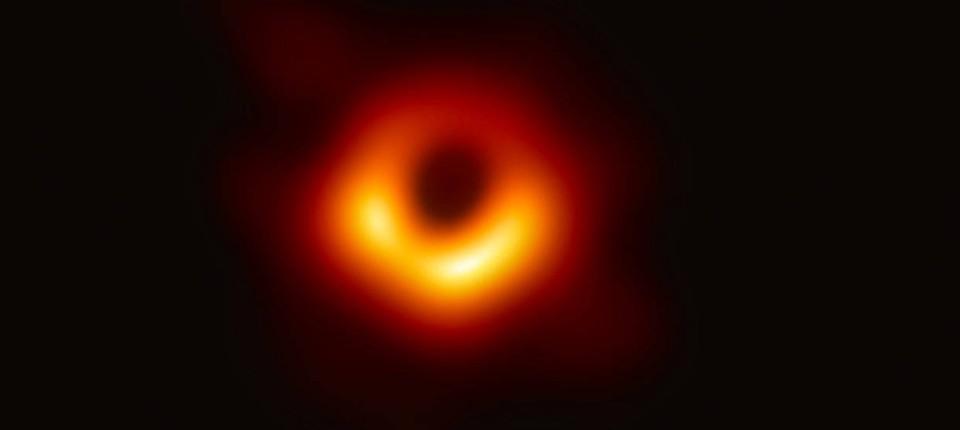 Kosmische Entdeckung Die Erste Aufnahme Des Schwarzen Lochs