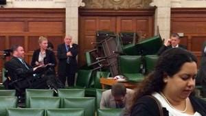 Abgeordnete dokumentieren den Schrecken auf Twitter