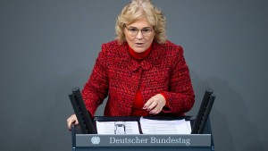 Lambrecht will härtere Ahndung antisemitischer Straftaten