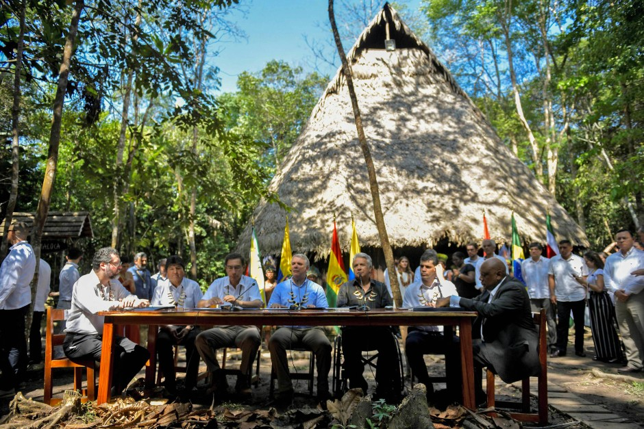 Der brasilianische Außenminister, die Präsidenten von Bolivien, Peru, Kolumbien und Ecuador sowie der Vizepräsident von Surinam und Guyanas Minister für natürliche Ressourcen (von links) beim Treffen der Amazonas-Staaten im kolumbianischen Leticia