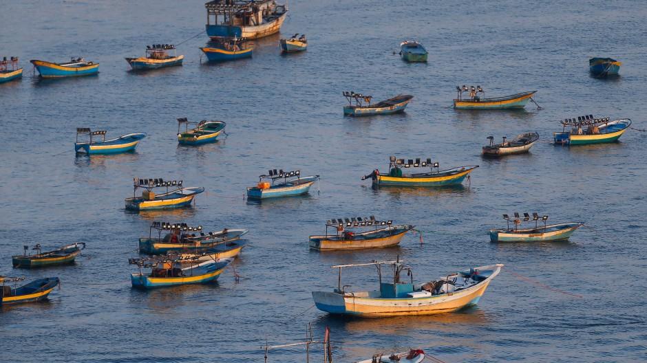 Fischerboote vor dem Hafen von Gaza