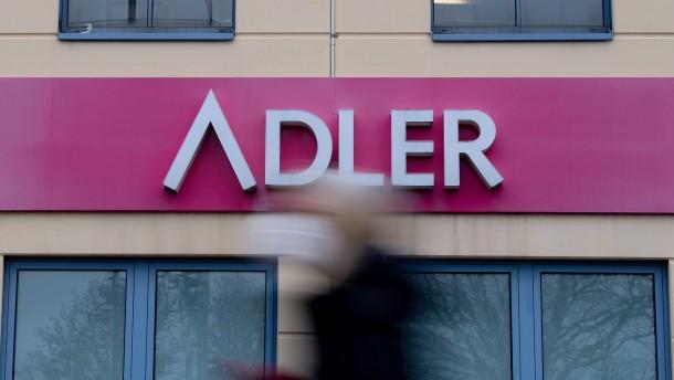 3350 Beschäftigte der Modekette Adler hoffen auf Rettung