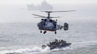 Russland hat Suchteams im Schwarzen Meer losgeschickt. (Archivbild von einer Militärübung)
