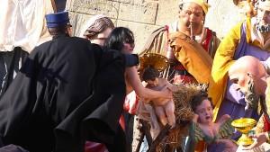 """Femen""-Aktivistin wollte Jesus-Figur aus Vatikan-Krippe klauen"