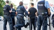 Mit einem internen Codewort wollte der Polizeianwärter die Sicherheitssperren überwinden.