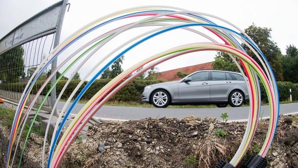 Telekom und EWE dürfen Joint Venture für Glasfaserausbau gründen