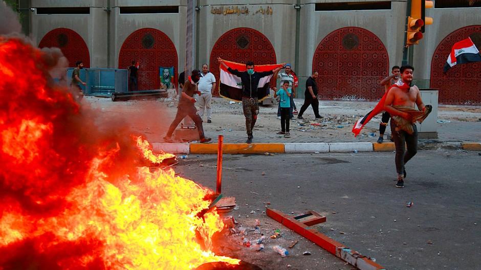 Bagdad am Montag: Bei Protesten gegen die Regierung eskaliert die Lage wieder
