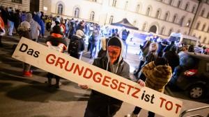 """Bayerns Verfassungsschutz beobachtet Teile der """"Querdenker"""""""