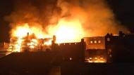 Das historische Gebäude stand lichterloh in Flammen.