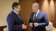 Außenminister Sigmar Gabriel bei einem Treffen mit dem türkischen Außenminister Mevlüt Cavusoglu