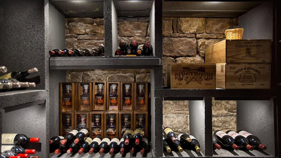 Die Frankfurter Bankenstadt hat eine neue Bank dazubekommen: In den Kellerräumen der Altstadt in der Nähe der Börse ist eine Weinbank eingezogen,