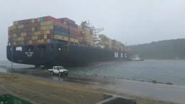Containerschiff steckt fest