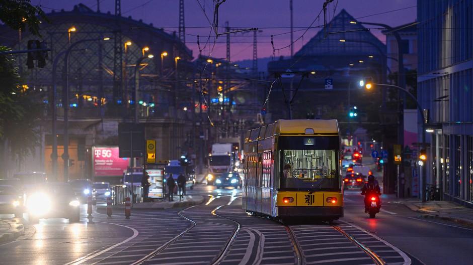 Oktoberabend auf den Straßen Dresdens