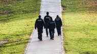 Doppelstreife: Polizisten und Mitarbeiter der Ordnungsamtes im Görlitzer Park