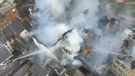 Unter dem Schutt des teilweise eingestürzten Hotelgebäudes waren nach 50 Stunden noch immer Brandherde.