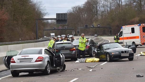 Beifahrerin stirbt bei Unfall auf der Autobahn 3