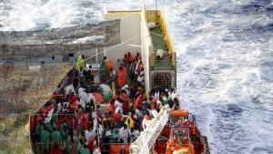 EU will Kampf gegen Schlepper ausweiten